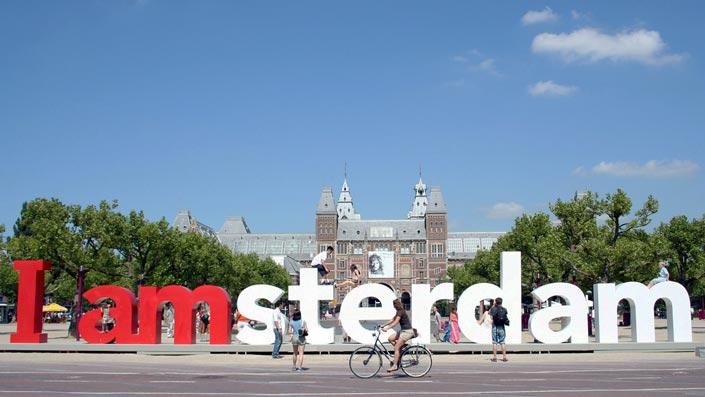 Habitants et touristes peuvent s'approprié une identité intégrée dans la ville.