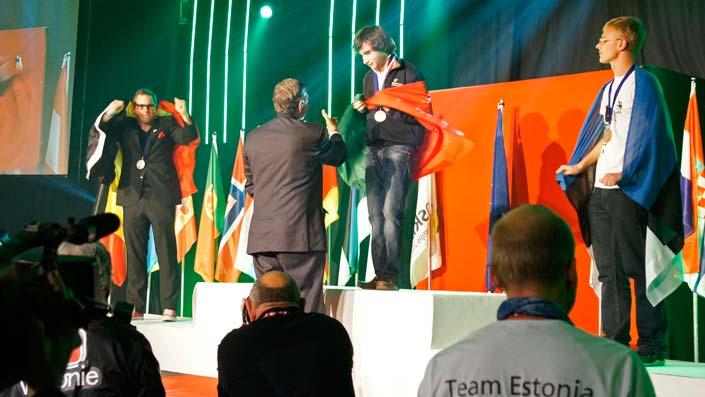 Julien sur la deuxième marche du podium. Il n'a pu empêcher la victoire portugaise.