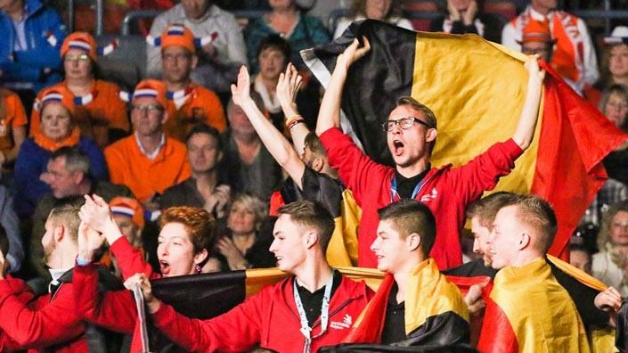 L'équipe belge célèbre une des médailles remportées lors d'EuroSkills